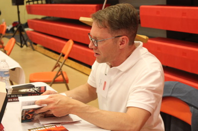 Lee Allen Howard signing books
